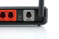 Der Router besitzt ein ADSL2+-Modem.
