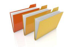 Bunte mit Informationen gefüllte Umlaufmappen