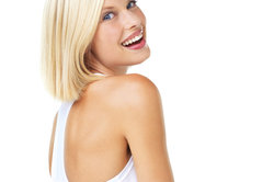 Blonde Frisuren fallen oft besonders auf.