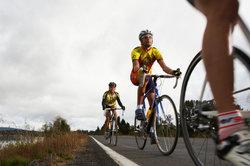 Mit einem Rennrad können Sie optimal auf der Straße fahren.