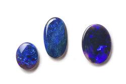 Echter oder synthetischer oder imitierter Opal - das ist nicht nur bei diesen Steinen die Frage!