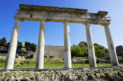 Das Wort klassisch kann etwas, das im Zusammenhang mit der Antike steht, bezeichnen.