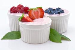 Wenig Kohlenhydrate enthält nur Naturjoghurt.