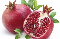 Der kalorienarme Granatapfel kann vielseitig zubereitet werden.