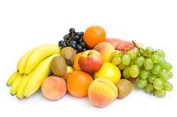 Obst schmeckt und ist gesund.