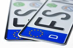 Mit Doppelkennzeichen bei der Kfz-Versicherung sparen
