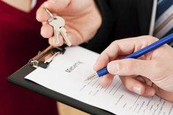 """Bei positiver Schufa-Auskunft gibt es Mietvertrag und """"Wohnungsschlüssel""""."""