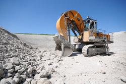 Kalk, ein Sedimentgestein, wird in großem Stil abgebaut.