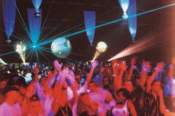 Techno-Partys müssen bunt und schrill sein.