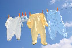 Besonders Babykleidung lässt sich noch sehr gut verkaufen.
