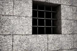 Das Gefängnis kann Sie vor hohen Mietpreisen schützen.