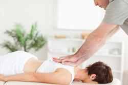 Ein Chiropraktiker hilft bei vielen Erkrankungen.
