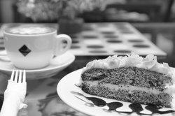 Mohnkuchen schmeckt lecker.