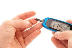 Die Messung der aktuellen Blutzuckerspiegels ist bei Diabetes mellitus sehr wichtig.