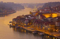 Hier Stockfisch essen, Porto trinken und Fado hören - typischer geht es kaum.
