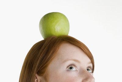 Der Tyrann Gessler zwingt Tell, einen Apfel vom Kopf seines Sohnes zu schießen.