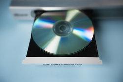 Der 1218R spielt alle DVDs ab.