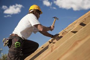 Dachlatten werden zur Dacheindeckung genutzt.