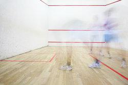 Schnelle Bewegungen beim Squash sind belastend.