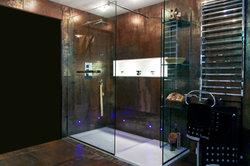 Eine italienische Dusche ist nicht nur schön, sondern auch praktisch.