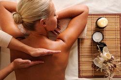 Die unterschiedlichsten Massagepraktiken können für Entspannung sorgen.