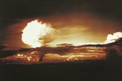 Eine Atombombe hat verheerende Auswirkungen.
