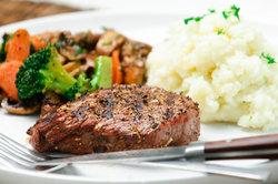 Fettarme Mahlzeiten unterstützen die 1000-Kalorien-Diät.
