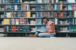 Suchen Sie vorab Literatur in der Unibibliothek.
