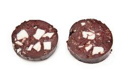 Blutwurst ist eisenreich, enthält jedoch auch viel Salz und Fett.