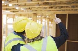 Bauherren müssen Baustellen regelmäßig überwachen.