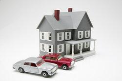 Modellautos und ein Puppenhaus - ein möglicher Einstieg