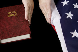 Säkularisierung bedeutet unter anderem die Trennung von Kirche und Staat.