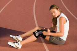 Eine Punktion kann Aufschluss über die Entzündung im Knie geben.