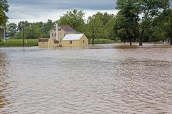 Sie können die Schadensregulierung nach dem Wasserschaden bei der Versicherung beantragen.
