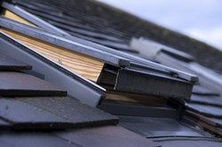 Der meistgenutzte Transportweg für Fermacell Dachbodenelemente ist die Dachluke.