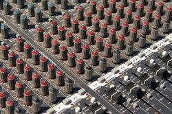 Im eigenen Studio musikalische Ideen verwirklichen.