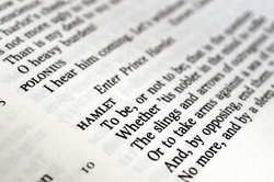 Literarische Texte zu analysieren, ist herausfordernd und spannend.