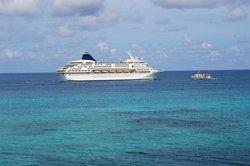 Jobs auf Kreuzfahrtschiffen wie der Queen Mary 2 sind begehrt.