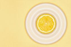 Auch Zitronensäure kann Metalle angreifen.