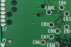 Interne Wireless Network Adapter sind kleine Karten, die auf dem Mainboard eingesteckt werden.