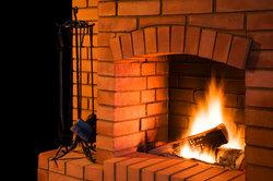 Einen gemauerten Kamin für eine angenehme Wärme.
