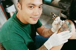 Verbotene Tattoos sind verfassungsfeindliche Motive.