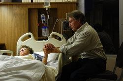 Die Anwesenheit eines Angehörigen hilft dem Sterbenden sehr oft.
