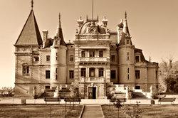 Als Burgschlossinhaber braucht man ständig Geld zum Unterhalt