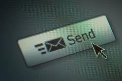 Die richtige Anrede in E-Mails ist nicht immer einfach.