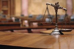 Gerichte verurteilen häufig zu Geldstrafen.