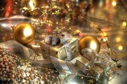 Weihnachtskugeln und Geschenke sind immer ein gutes Motiv für Karten.