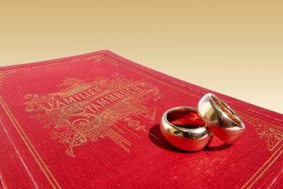Wenn der Hochzeitstag sich zum 25. Mal jährt, feiert man die Silberhochzeit.