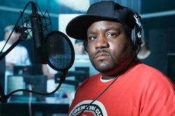 Kopfhörer und Mikro zählen zur absoluten Grundausstattung beim Rap.