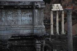Archäologen sollten diese Inschrift lesen können.